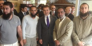 türk minister mit salafisten-männern, 201305