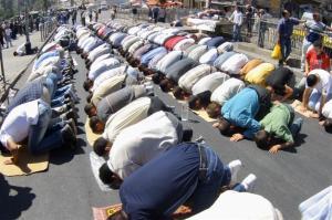 4 muslime in shutterstock