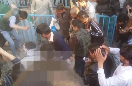 d-20150320-frau-in-kabul-wird-hier-totgetreten-wegen-angeblicher-koranverbrennung