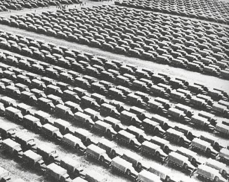 005 LKWs im Raum Moskau bereitgestellt für die Front, Mai 1944