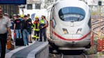 Eritreer-stößt-2Fahrgäste-vor -Zug
